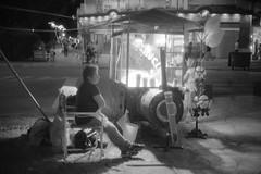 Esperando... (mavricich) Tags: film fomapan foma fomadon película pinamar playa plaza monocromo noche calle argentina arte olympus 35sp monocromático gente negocio