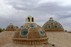 En los tejados de Kashan. (Victoria.....a secas.) Tags: irán kashan nubes clouds