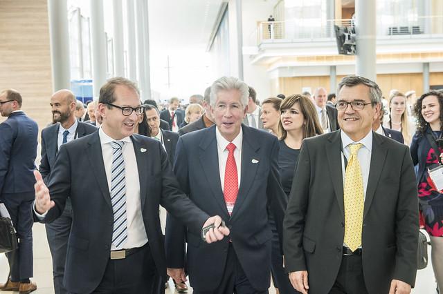 Alexander Dobrindt, Gerardo Ruíz Espárza and José Viegas visiting the exhibition