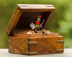 Payday (Yoann!) Tags: lego afol minifigs minifigurine minifigures minifigure minifigurines minifig figurine pirate tésor treasure nikon coffre chest captain capitaine map carte flibustier legography