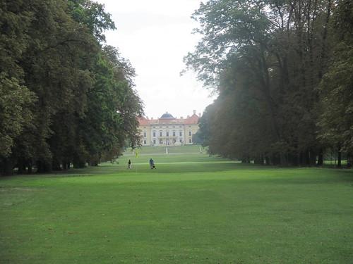 Slavkov u Brna - zámecká zahrada - pohled na zámek