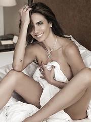 Aos 47 anos, Luciana Gimenez posa nua com o corpo coberto apenas por um lençol (portalminas) Tags: aos 47 anos luciana gimenez posa nua com o corpo coberto apenas por um lençol