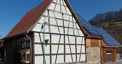 """Das Fachwerkhaus. Die Fachwerkhäuser. Neben dem Fachwerkhaus sieht man Solarpanelen auf den Dächern. • <a style=""""font-size:0.8em;"""" href=""""http://www.flickr.com/photos/42554185@N00/34891984225/"""" target=""""_blank"""">View on Flickr</a>"""