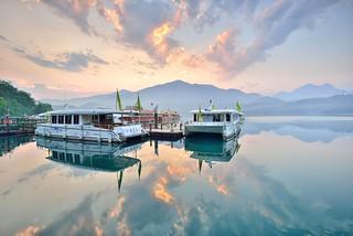 Morning glow at Sun Moon Lake 日月潭晨曦