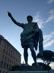 IMG_20170519_185025 (paddy75) Tags: italië napels napoli viacesarioconsole terrazzadisantalucia juliusceasar standbeeld