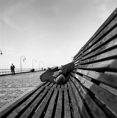 Siesta al sol (Mauro Uliassi) Tags: 500c hasselblad planar 28 80mm t ilford fp4 125 epson v600 scan negative negativo pelicula film filmnotdead byn blackandwhite blancoynegro asa rosario sol siesta dormir sueño dream city santa fe santafe argentina d76 developed