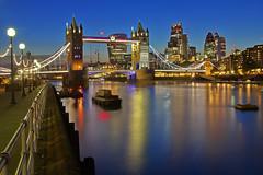 Il lato oscuro del ponte / The dark side of the bridge (Bermondsey, London, United Kingdom) (AndreaPucci) Tags: bermondsey london uk towerbridge cityoflondon night thames andreapucci canoneos60
