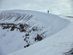 Corneando (Don César) Tags: islandia iceland island volcano volcan crater snow nieve ridge orilla crest cima krafla europe europa lakemývatn
