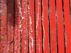 Slippery Red (Ed Sax) Tags: wasser nas rot welle flut helgoalnd heiligesland norsee blankerhans edsax pier