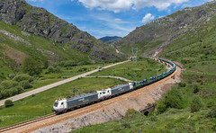 Hauling steel coils over the pass (david_gubler) Tags: renfe steel coils pajares pass train railway traxx bombardier 253