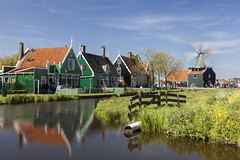 Zaanse Schans (Joost10000) Tags: river sloot water houses windmill netherlands thenetherlands holland zaanse schans zaanseschans zaanstreek zaandam zaandijk grass gras polder hek fence green village wood europe historical history traditional outddors beauty scenic spring voorjaar fruhling nederland reflection molen muhle longexposure exposure