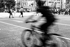 central avenue of akihabara (N.sino) Tags: m9 summilux50mm akihabara bicycle avenue 質屋 秋葉原 自転車 中央通り 交差点