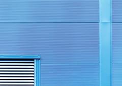 clean_facade (Lunor 61 (Irene Eberwein)) Tags: minimalurban minimalismus minimalist minimalism minimalistich minimalzine abstract abstrakt abstracto minimalart cleanfacade minimalperfektion archiminimal arkiminimal urban urbanity simplicity outdoor symmetry symmetrie graphism graphic building facade fassade linien lines textures blue blau ireneeberwein