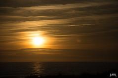 sunset (JaviJ.com) Tags: landscape sea sunset water ocean mar españa seascape spain el oceano atlantic agua paisaje sol atardecer nubes del costa chemtrails cadiz horizonte la de atlantico frontera puesta palmar vejer andalucia