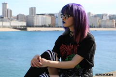 Mar y ciudad (Saixion) Tags: alternative girl photoshoot sea forest nature cityscape landscape stairs street wall tree city solo model hair dyedhair pinkhair purplehair bluehair greenhair grunge day canon canoneos750d 750d eos750d eos canonista chica beauty babe cute kawaii otaku freak