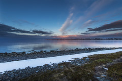 Varanger, Finnmark - D8F_2520 (Viggo Johansen) Tags: varangerfjorden varanger finnmark norway fjord sea shoreline rocks prepple snow sky clouds midnight midnightsun