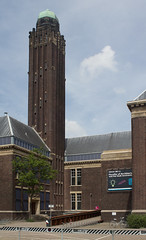 Delft - Technische Universiteit - Hoofdgebouw (grotevriendelijkereus) Tags: delft netherlands holland nederland stad city town plaats building architecture architectuur modern university school universiteit technische technical gebouw