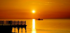 (Colin Winch) Tags: sunsetting sun gold seascape hernebay pier kings hall