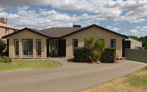 20 Glenburnie Close, Parkes NSW