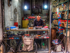hardware store in Kashan Bazaar, Iran (CamelKW) Tags: 2017 abyana iran isfahan kashan hardwarestore kashanbazaar