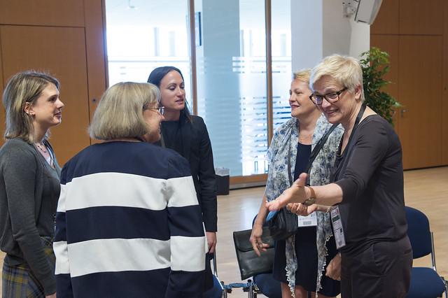 Ariadne Abel, Eva Molnar and Barbara Lenz discussing