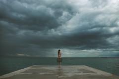 (brutart) Tags: nikon plage horizon nuage modele nue nud triste tristitude perdu seul monde antibes cannes nice alpes maritime solitude valise migrant art artiste désillusion merditude étrange lumiere