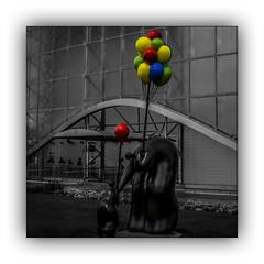 Les ballons (jldum) Tags: futuroscope poitier statue architecture art artist artiste bw ballon sculture
