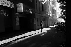 Shadow (Juan Gómez - Photography) Tags: berlin streetphotography bnw blackandwhite blancoynegro monochrome street people socialphotography photography photojournalism urbanlife streetlife human society person contrast candid candidphotography