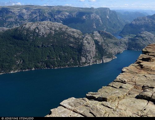 20160608_07 The edge of Preikestolen, a.k.a. Pulpit Rock - a cliff 604 m above Lysefjorden, Norway