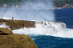 Lembongan Island 藍夢島 (MelindaChan ^..^) Tags: bali indonesia 印尼 巴里島 lembongan island 藍夢島 devilstear chanmelmel mel melinda wave splash tide water ocean shore rock blue