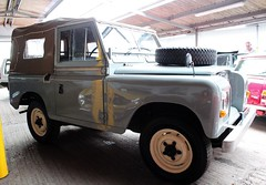 YVH 812R (Nivek.Old.Gold) Tags: 1977 land rover 88 series 3 softtop 2286cc