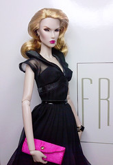 Grace who? (SauroZ1) Tags: dasha diva fr2 dolls conventiondoll supermodelconvention blackdress