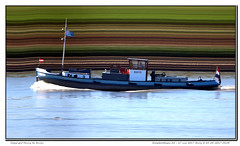 Burly (Morthole) Tags: vianen sleepbootdagen slitscan ship boat schip boot barge binnenvaart schiff rheinschiff burly sleepboot tugboat tug schlepper remorqueur