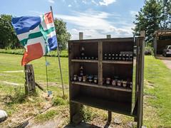 Bloemenolie en jam (Jeroen Hillenga) Tags: stalletje groningen netherlands nederland demarne broek