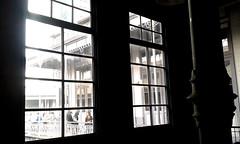 Una última de las ventanas, Escuela Buenaventura Corrales av.5-7, c.9/ A last picture of the windows, Buenaventura Corrales elementary school 5th-7th av., 9th st. (vantcj1) Tags: patrimonio columna iluminación gente ventana neoclásico escuela reflejo desvelo pasillo corredor decoración urbano