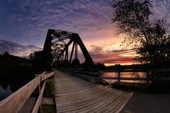 Lever du jour sur la rivière Chicoutimi du 29-05-2017 (gaudreaultnormand) Tags: canada chicoutimi leverdesoleil quebec rivièrechicoutimi saguenay sunrise pont bridge rivière ciel sky eau