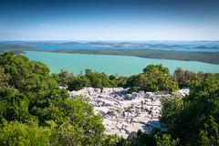 Environs de Pakostane(lac Vransko Jezero) (G Dubuc) Tags: croatie mer barques églises ruines