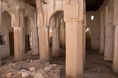 Kasbah's mosque (ramosblancor) Tags: humanos humans historia history arquitectura architecture mezquita mosque religión religion islam ruinas ruins columnas columns valledelziz zizvalley kasbah marruecos morocco haram saladelrezo