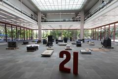 ESEL8742.jpg (eSeL.at) Tags: erwinwurm performativeskulpturen 21erhaus houseattack21 belvedere