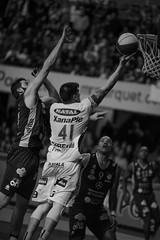 Emocionante final Aguada venció 92-91 a Hebraica Macabi se pone 3 a 3 y  estira la serie a la final definitiva | 170529-0395-jikatu (jikatu) Tags: federacionuruguayadebasketball ligauruguayadebásquetbol aguada aguatero basket basketball basquetbol bw básquetbol canasta canon canon5dmkiv deportes directtv finales hebaricamacabi hebraica jikatu macabeos macabi macromercado mercedes montevideo sport uruguay xanna