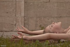 Under a spell {8} (dewframe) Tags: dance girl ballet emotive dramatic mood feelings outdoor young teen