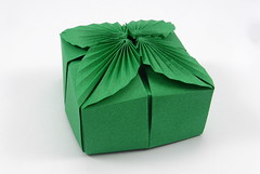 Box with Leaves (stem-to-stem) (Michał Kosmulski) Tags: origami box leaves leaf foliage michałkosmulski tantpaper green