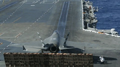GIF: A Young F35 Can't Stop Wagging It's Tail in Anticipation of it's First Flight (Chikkenburger) Tags: animated gifs gif senor señor funny memes memebase cheezburger chikkenburger