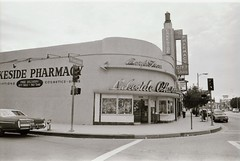 Lakeside Pharmacy (Meredith Jacobson Marciano) Tags: streamlined streamlinedmoderne tolucalake 1940s streamline streamlinemoderne losangeles lakeside architecture 35mm