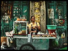 Street Life (Julien Cha.) Tags: streetphotography streetfood chinatown yaowarat bangkok krungthep