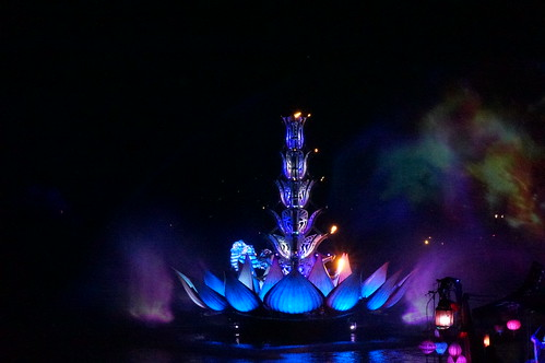 "Rivers of Light Nighttime Experience • <a style=""font-size:0.8em;"" href=""http://www.flickr.com/photos/28558260@N04/34364086813/"" target=""_blank"">View on Flickr</a>"