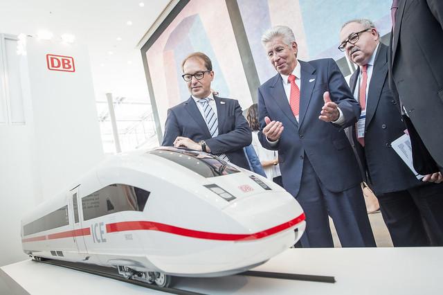 Alexander Dobrindt, Gerardo Ruíz Espárza and Rogelio Granguillhome Morfín admiring the Deutsche Bahn AG stand