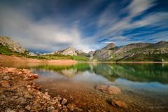Siempre está Riaño (AvideCai) Tags: avidecai riaño reflejos paisaje sigma1020 largaexposición nubes cielo agua montaña filtro