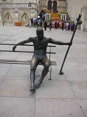 Burgos - Standbeeld van een pelgrim (Bartwatching) Tags: burgos standbeelden statues pelgrims rodrigodiazdevivar elcid fietsvakantie fietsvakanties spanje spain elcaminodelcid