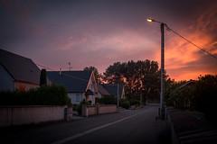 Coup de Soleil du soir (Clydomatic) Tags: soir nuit rue maisons luminaire soleil coucherdesoleil nuages ciel